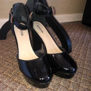 JustFab Shoes - NWT- Black Patent Heels
